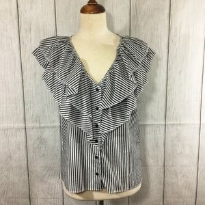 Romeo & Juliet Couture Ruffled Button Down Blouse